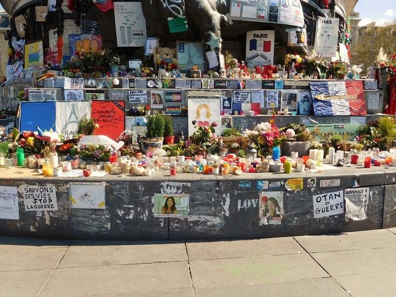 あたくしも、見てきました、レピュブリック広場。(2015/11/13 パリ同時多発テロの要所の一。)