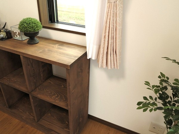 窓の大きさ、取付高と家具・カーテンの関係性