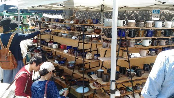 陶器テント市の様子(1)