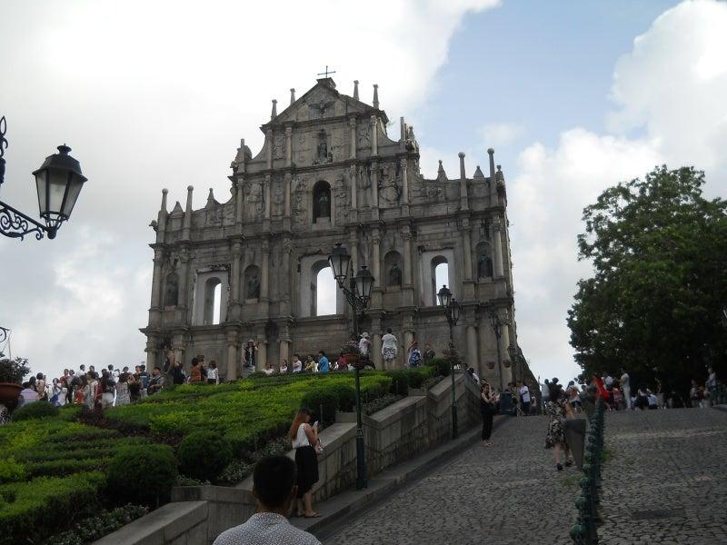 聖ポール天主堂を見上げる