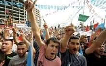 中共に正当にも抗議するウイグル人達