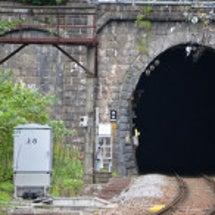 国境の長いトンネルを…