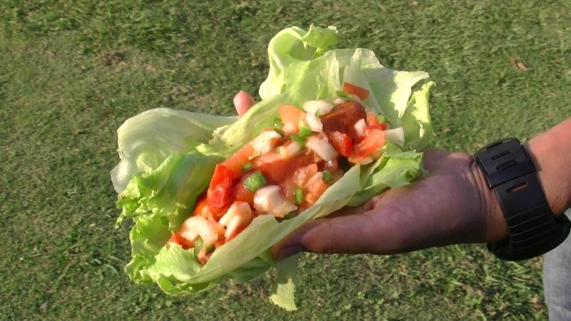 BBQレシピ!「野菜たっぷり!ソーセージのレタス包み~サルサソース添え~」