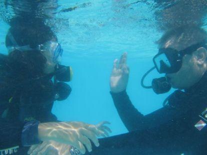 プールでダイビング練習