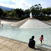 公園で水遊び