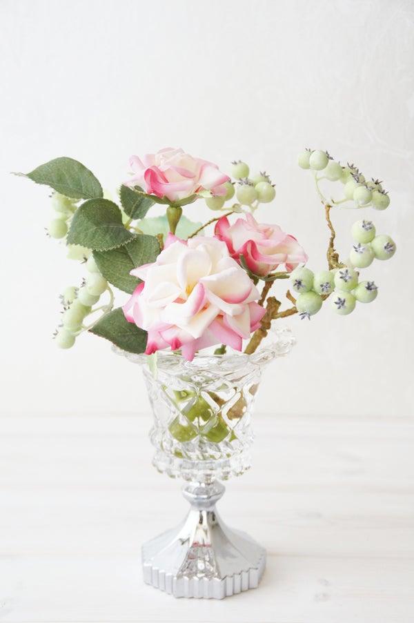 バラの人工水アレンジメント