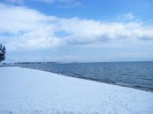 雪の琵琶湖の朝