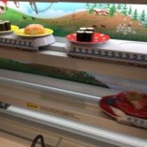 電車に乗ったお寿司を…