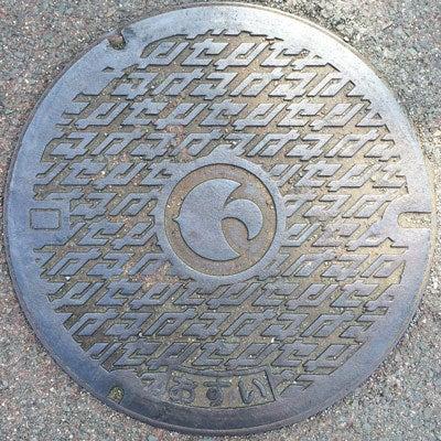摂津市おすいセの字マンホール