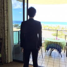 海を眺める、新郎様♡