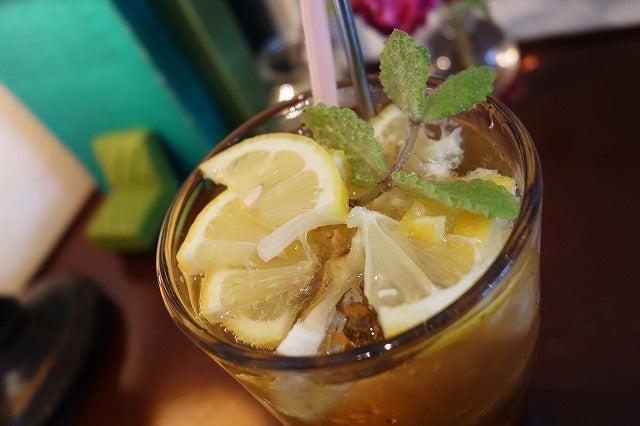 ざくざくレモン入り レモンティーソーダ(580円)