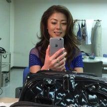 楽屋で日本の携帯いじ…