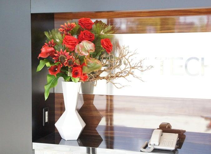 受付に飾る造花