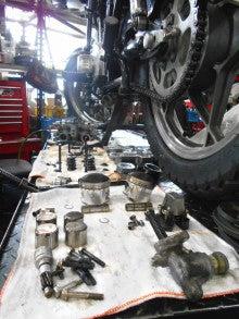 GS400Eエンジン腰上分解整備中!