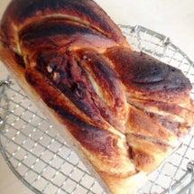 焦げたパン……。