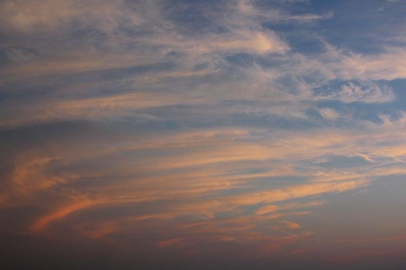 サンドアートのような夕焼け雲