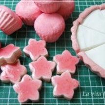 ピンクのタルトケーキ