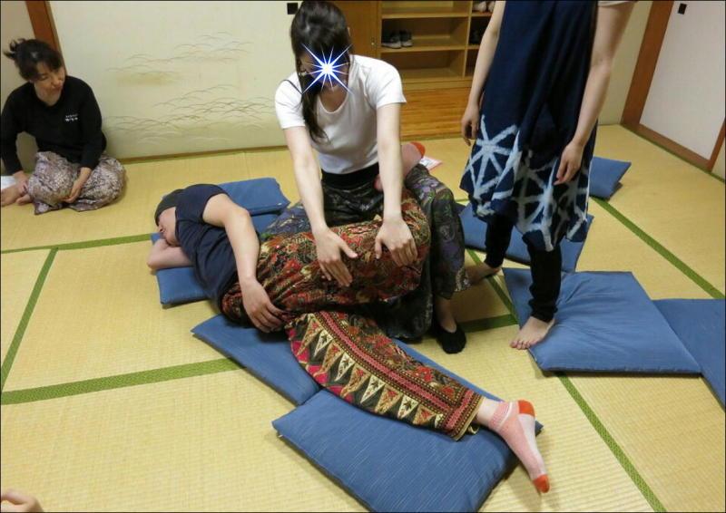 『教え合う練習会』タイ古式マッサージ委員会 13