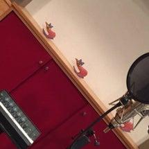 スタジオで主題歌レコ…