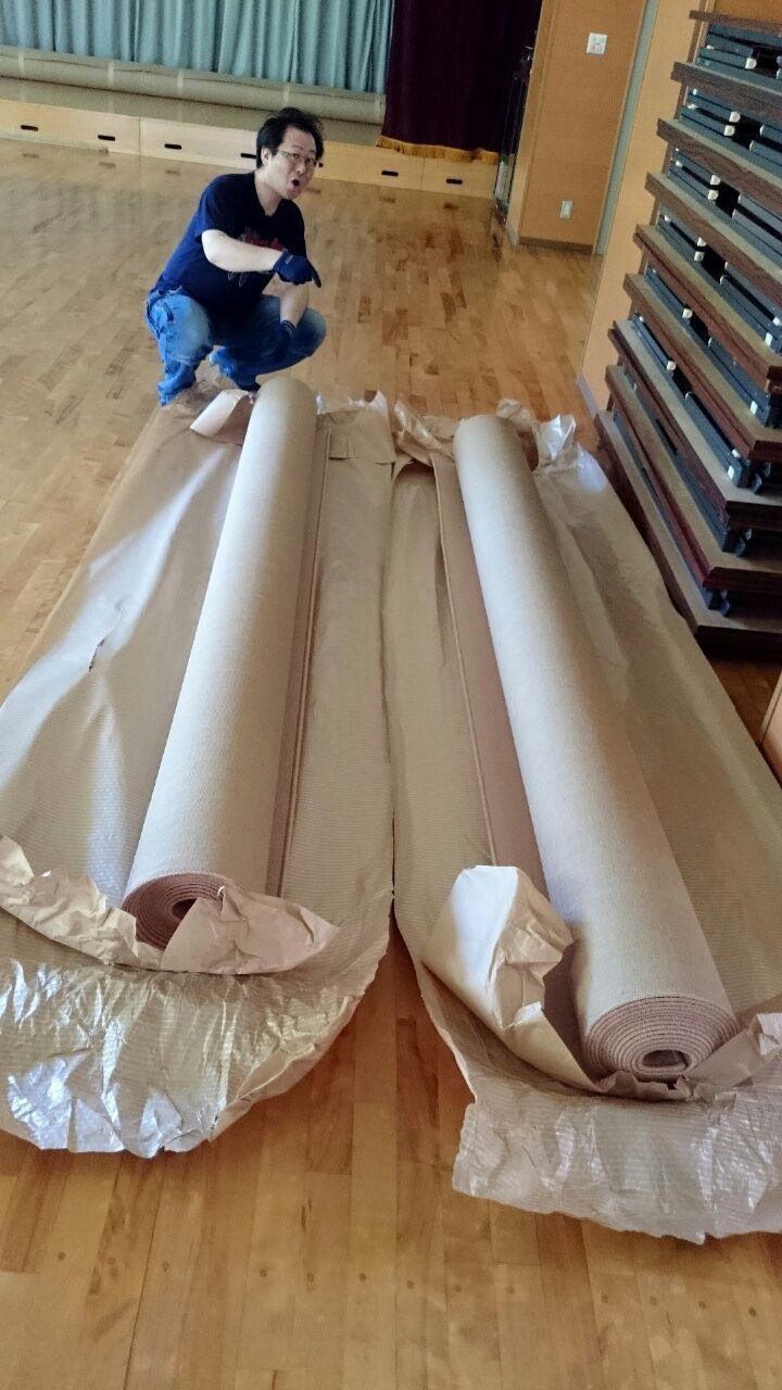 大きなカーペットを貼り合わせる