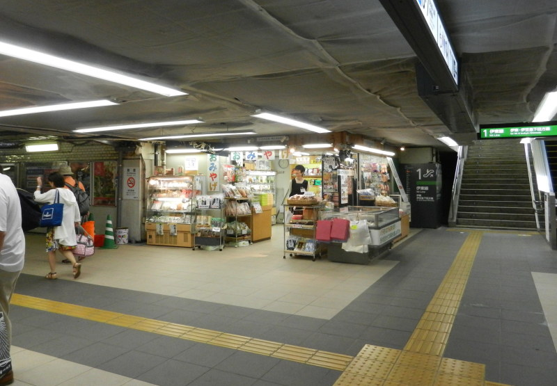 熱海駅内店舗外観