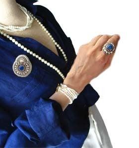 天然石ビーズ刺繍ブローチネックレスと指輪コーデ