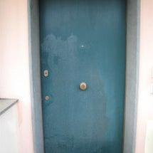 玄関のドア修理でイタ…