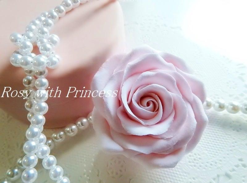 薔薇のケーキ 樹脂粘土薔薇 薔薇デコ