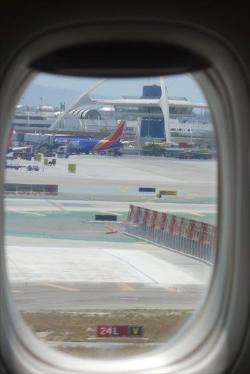 窓から見えるLAX その2