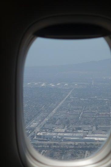 窓から見えるロスの街並み