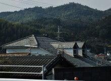 県道から見た野村邸屋根