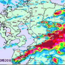 線状降雨帯が日本を縦…