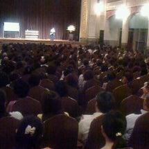 800人の聴衆で大盛…