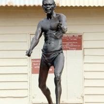アボリジニ兵の銅像が…