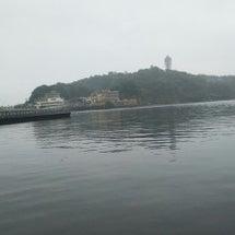 雨にむせぶ江の島