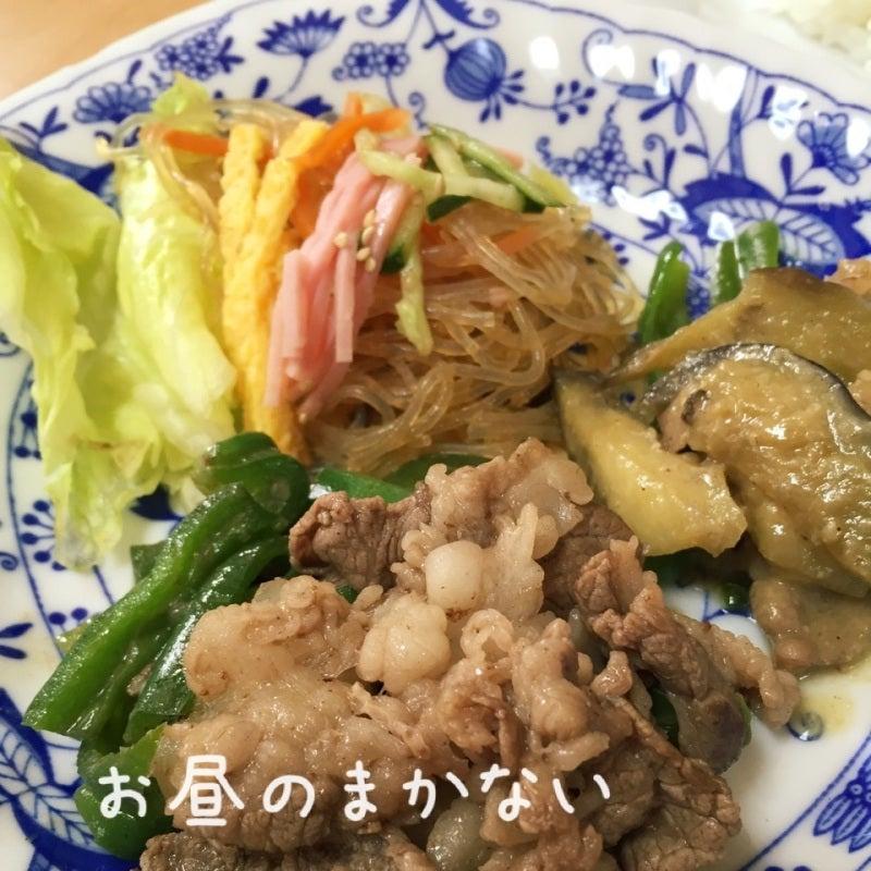 お昼のまかない 牛肉炒めとなすとビーマンの味噌煮