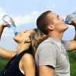 水分を摂る時、水がい…