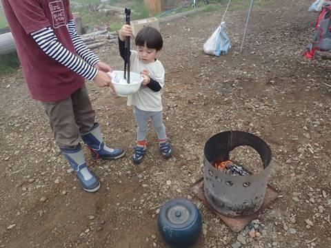 焚き火とジャガイモ