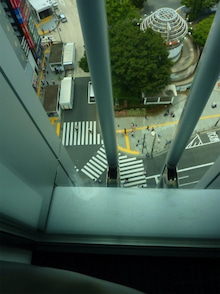 新宿東口前献血ルーム窓1