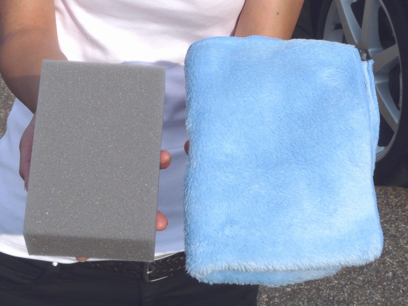 ムートンクロスの接地面を洗車スポンジと比較