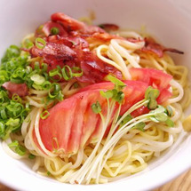 トマトの冷麺と石焼麻…