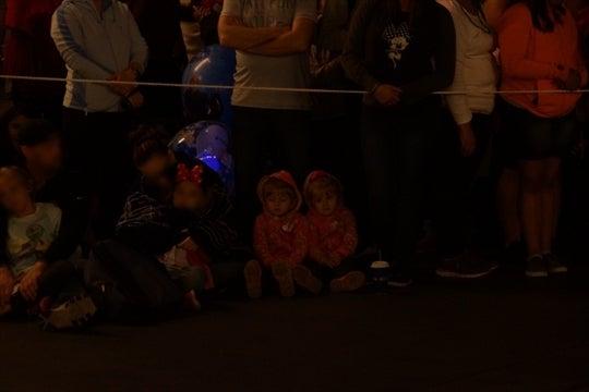 パレード待ってる双子ちゃんがカワイイ