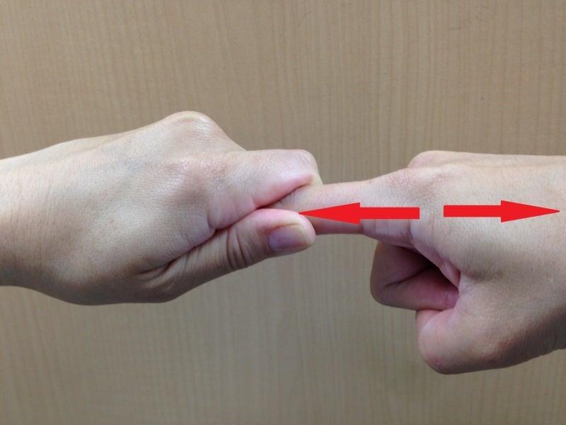 指の関節を鳴らす2