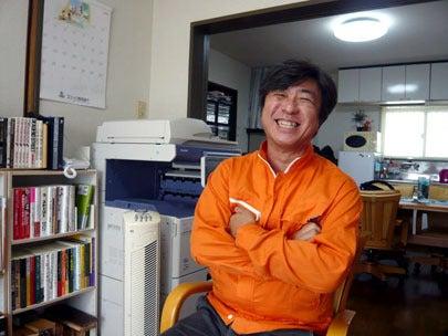 新潟の魔法の名刺屋の取材を受ける住宅コーディネーターさん