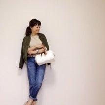 H&Mの女性らしく着…