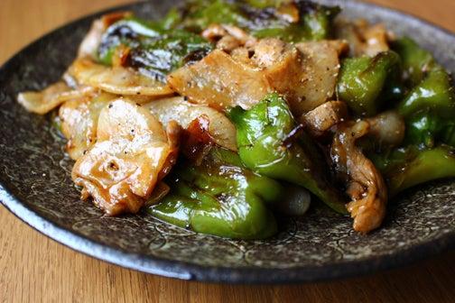 万願寺唐辛子と豚バラ肉の甘辛炒め01