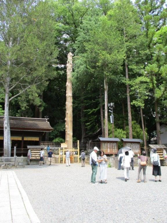 諏訪神社の鳥居、御柱他2