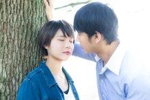 キスする前のカップル