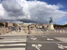 遠くにベルサイユ宮殿