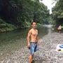 夏の川辺のキャンプ